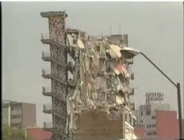 México City, 8.1...1985 Earthquake EARTHQUAKES Terremoto 1985 streetphotography Architecture Dead Mexico City Concrete Jungle Forces Of Nature Engineering