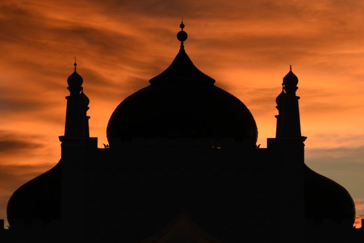 Baiturrahman grand aceh mosque Belief Aceh Sunset Sky Built Structure Architecture Silhouette Religion Building Exterior Spirituality Place Of Worship Building Cloud - Sky Dome Orange Color Nature No People Travel Destinations History The Past Outdoors Spire