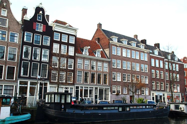 Architecture Photography Photographer Tourisme Amsterdam Amsterdam Canal Souvenirs De Vacances Lumiere Naturelle Canonphotography Love This View Paysage Façade Building Exterior Low Angle View Outdoors No People Travel Destinations Clear Sky Cityscape City Sky