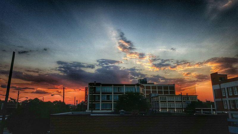 Sunset #sun #clouds #skylovers #sky #nature #beautifulinnature #naturalbeauty #photography #landscape Dallasskyline Dallas