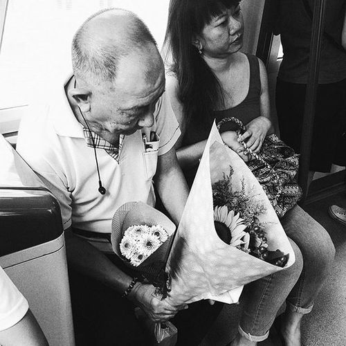 Helplessly romantic. Galaxys6 Streetphotography Blackandwhite Bouquet Flowers Sunflowers Old Elderly Romantic