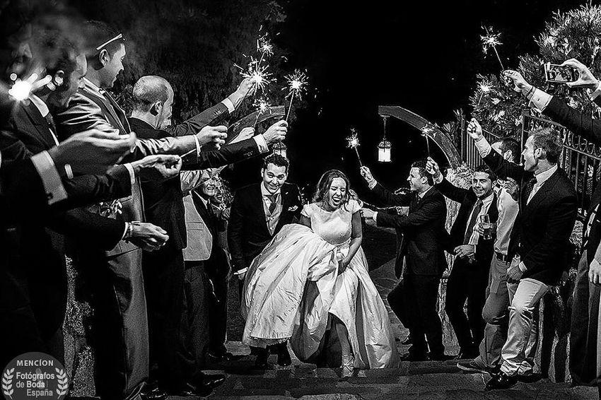 """Mención de honor en la categoría """"momento"""" del concurso de Fotógrafos de Boda en España Wedding Wedding Photos Wedding Photography Weddingphotographer JohnnyGarcía Weddingphotography Bodas Blackandwhite Photography Black And White Salamanca"""