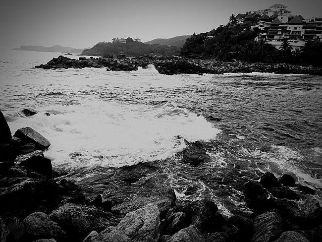Cuando calienta el sol Chivitoalprecipicio Beach Ixtapa Rocks And Water Blackandwhite