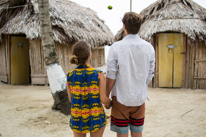 Active Caribbean Casual Clothing Couple Holding Hands Holiday Huts Island Life Juggling Learning Leisure Activity Lifestyles Lime Panamá Real People Rear View San Blas Standing Three Quarter Length Togetherness Vacation Young Adult