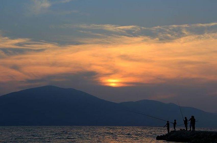 Persone Pescatori Canne Tramonto Sole Cielo Nuvole Sole Karaburun Albania Shqiperia Shqiperiaime Vlore Sea Detijon Ionio Sunset Infuocato Sun Sky Clouds Detijon Perendim Dukepeshkuar Peshkatar