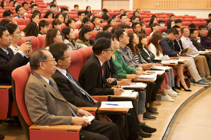 Audience Auditorium Chair Classroom Courtroom Day Desk Education In A Row Indoors  Large Group Of People Learning Lecture Hall Listening Meeting Men People Real People Seat Seminar Sitting Student University University Student Young Adult