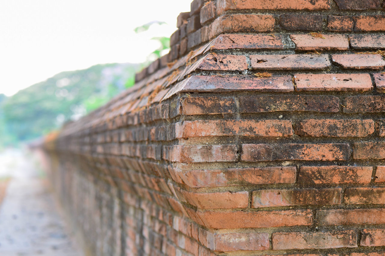 built structure, brick wall, architecture, wall, brick, building exterior, wall - building feature, day, no people, pattern, focus on foreground, outdoors, nature, sky, close-up, textured, low angle view, building, weathered, old, stone wall, roof tile