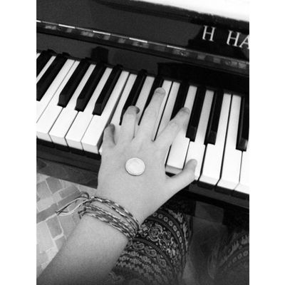 Piano Pianoforte MILLY Hand hands cent money tiles @away.from.you.659km