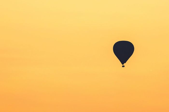 Flying Mid-air Copy Space Hot Air Balloon Sunset Adventure Balloon Clear Sky No People Outdoors Nature Sky Beauty In Nature Day