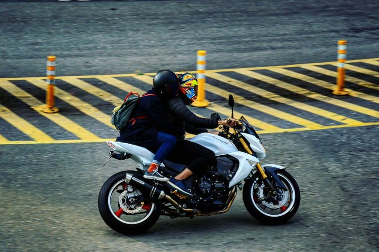 追焦 旅遊 Motorcycles Motorcycle Photography Speedphotography Speed Travelphotography Travel Travel Photography Traveling Real People One Man Only Motorcycle People Traveling Home For The Holidays Traveling Home For The Holidays