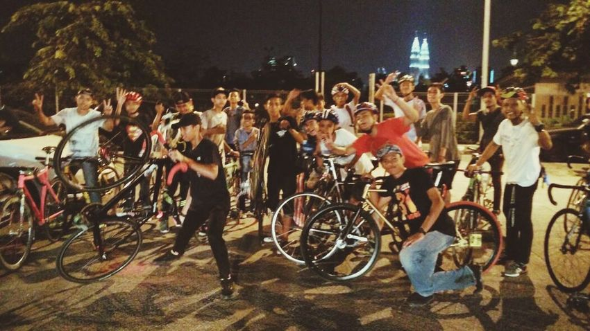 Large Group Of People Fixed Bike Fixiestyle Fixie Life  FixieRiderbelike Fixedgearforlife Fixed Gear Outdoors Street Rush Hour