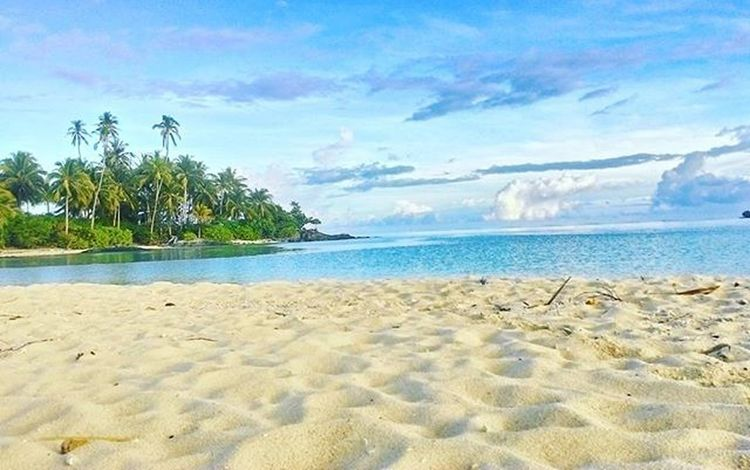 Trust me i dont do any filter for this awesome beach at Natuna Island Indonesia. That proof Indonesia is beautiful island. NKRI Natuna Beach INDONESIA