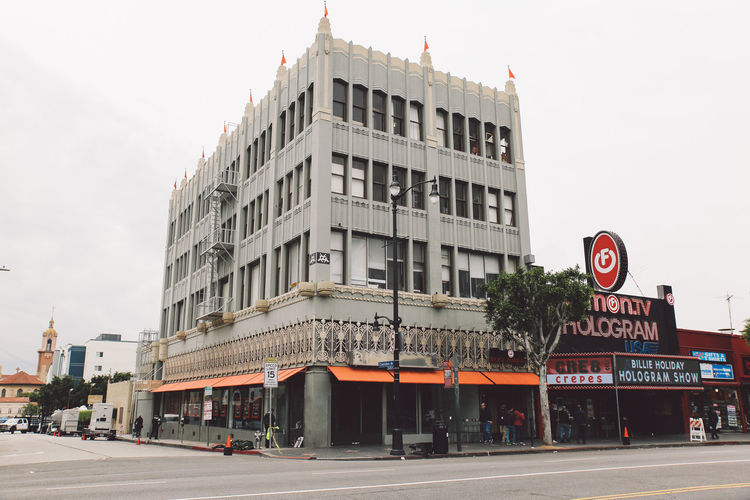 California Hollywood Tourist Attraction  Architecture Building Exterior Built Structure City Clear Sky Day Incidental People Outdoors People Sky Street Tourist Destination Travel Destinations Tree