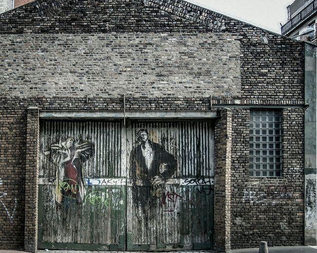 Artistic Paper Graffiti on a Gate - Paper Art Paperart Paperartist Streetart ArtWork Art, Drawing, Creativity Brickwall Brick Wall
