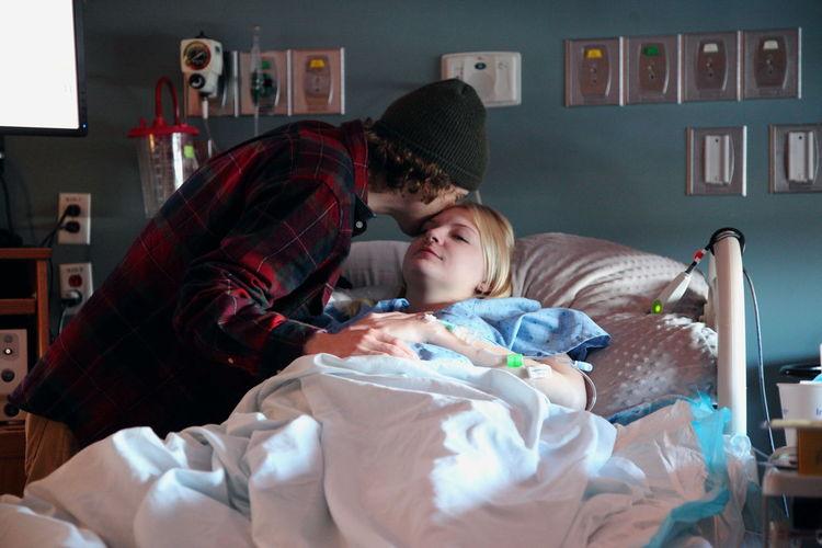 Man kissing woman in hospital