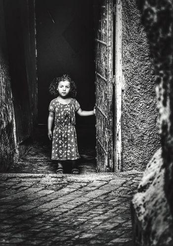 Bambina in attesa