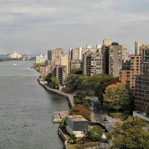 Between Manhattan & Queens, Roosevelt Island Tram, Roosevelt Island Roosevelt Island Tram East River NYC