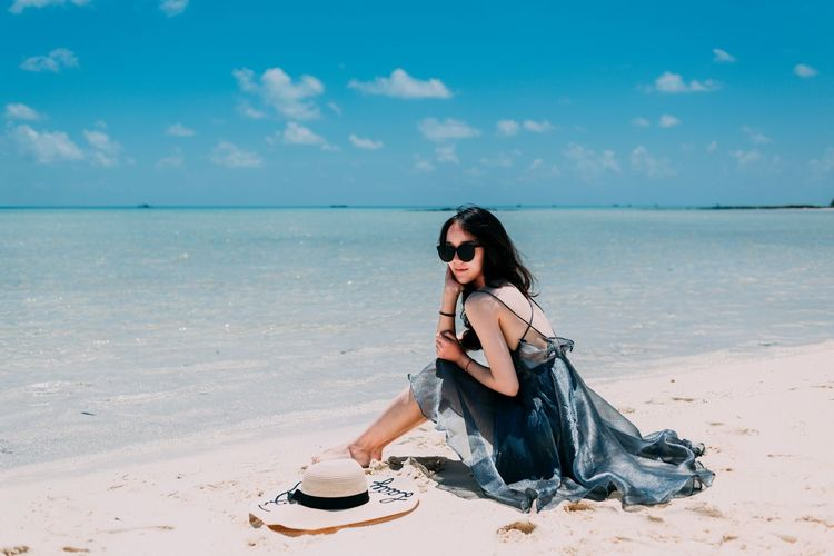 Semporna 男仔很忙 NikonD810 Sunlight Beach Land Sky One Person Full Length Sea Sand Fashion Young Women Young Adult Sitting Beauty In Nature Glasses Sunglasses Adult Water Nature Women Lifestyles Hairstyle