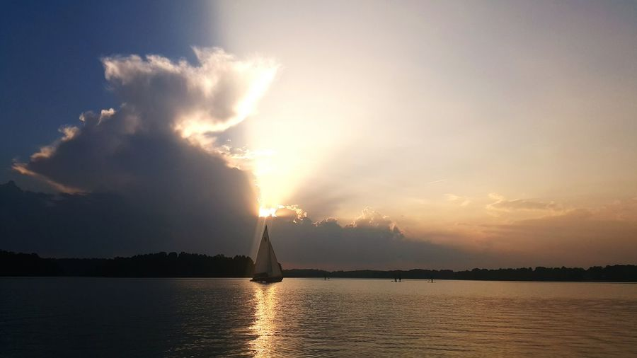 Trakai Lake Galve Evening Sunset Perfect Moment Light And Magic Clouds Sky Boat Sails Woter Board Shadow