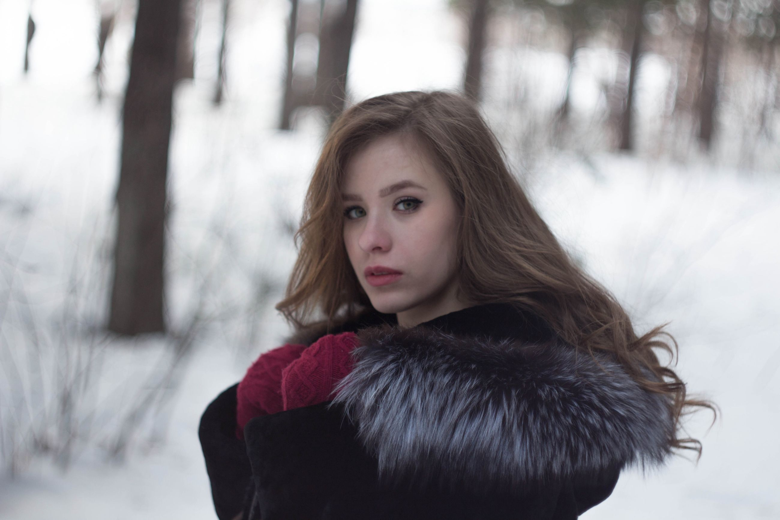 focus on foreground, lifestyles, portrait, long hair, looking at camera, person, front view, headshot, leisure activity, young women, young adult, warm clothing, winter, brown hair, waist up, cold temperature, smiling, casual clothing