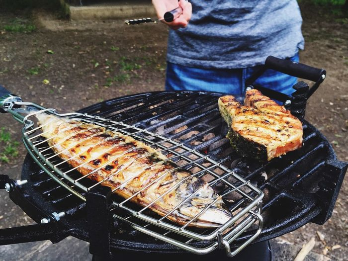 Cooking fish on barbeque metal grate