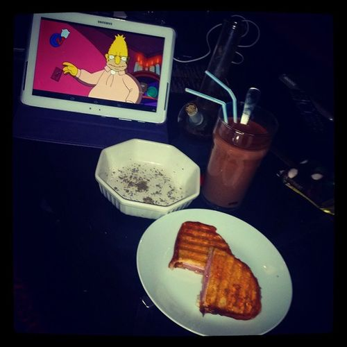 330am awake and bake and snack it out! Hotchocolate Hamandcheesetoastie Simpsons Cones 420 bong weed luckyitsmydayoff
