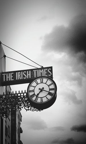 What Time Is It? Oclock Irish Time Black And White Horloge City Street Dublin Street Photography Dublin, Ireland Charming