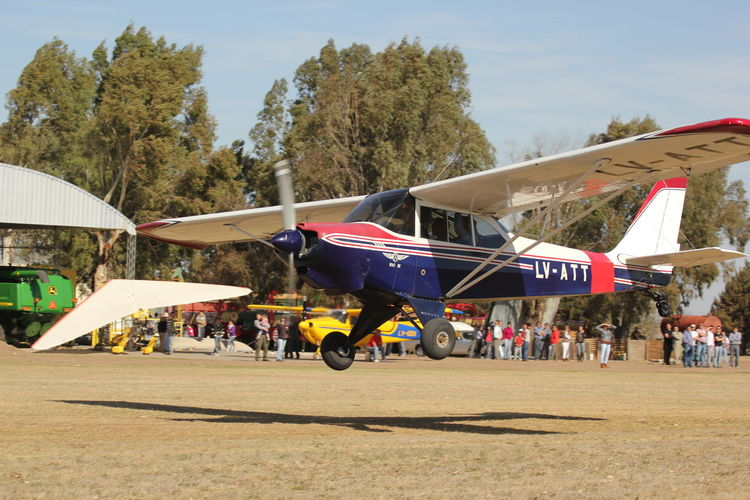 dia de aviones Avion Aviones Volar Helicoptero Armada Argentina Armada Ejército Avioneta Real People Group Of People Crowd Large Group Of People Tree Sky Nature Men Plant Day Transportation Leisure Activity Arts Culture And Entertainment Adult Women Lifestyles Architecture Outdoors Enjoyment