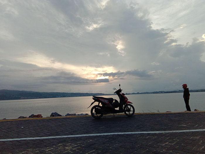 Sunrise Water Sea Motorcycle Sunset Beach Road Oil Pump Silhouette Sky Cloud - Sky Dramatic Sky