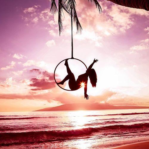 Model: Amy Erickson Maui Bliss Sunset Lyra Hoop Goddess Freethegoddess Aerialistoutdoors Hoop Hoops Hooping  Hooper Hooplove Flowarts Youonlyliveonce Mauiphotography Breathtaking Tropical Mauinokaoi Gravity Circus Circusfreak Amazing Aerialistoutdoors