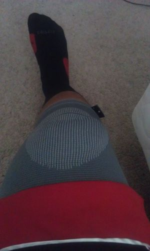 this is what happens wen yu dunk on somebody and come down the wrong way -_- fml my knee hurts like a bitch
