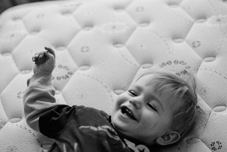 -Emmet- Moments Of Happiness Film 50mm Olympus OM-1 Analogue Photography Olympus Analog Lying Down Child Childhood Baby Young Relaxation One Person