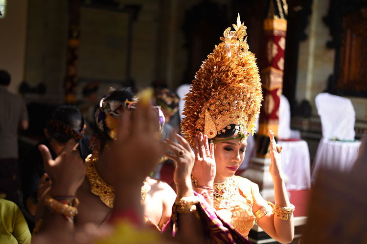 balinese wedding Balinese Balinesegirl Balinese Women In Ceremonial Costume Balinese Culture Balinese People Wedding Ceremony Balinese Life Crowd Traditional Dancing Performance City Celebration Togetherness Men Tradition Dancing Women Traditional Festival A New Beginning EyeEmNewHere This Is Natural Beauty