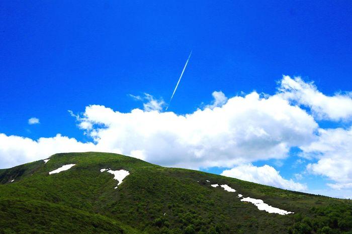 霧の晴れた空を切り裂くように。Cut a foggy clear sky. Beauty In Nature Sky Mountain Blue Outdoors Hello World FUKUSHIMA Enjoying Life Mountains And Sky Gleen Nature Canonphotography Canon 7D MarkII