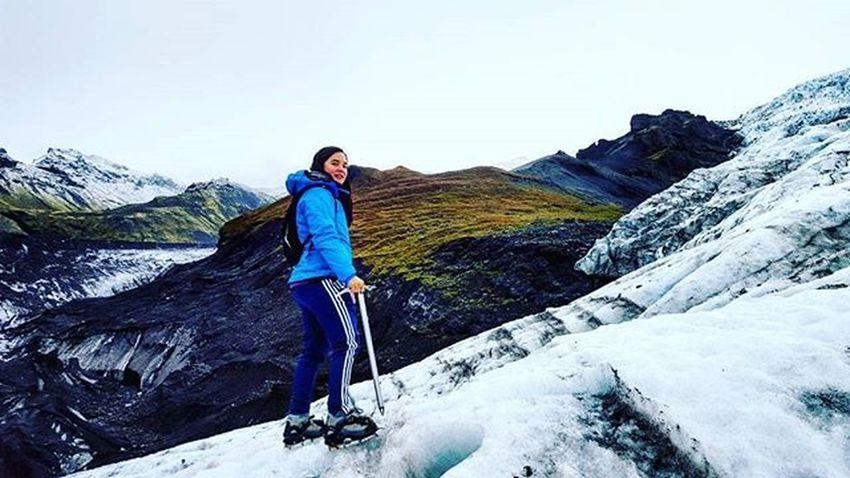 Hiking the biggest Glacier in all of Europe :) Whyiceland Thatadventurelife Wheniniceland Ig_iceland Optoutside Outsidebucketlist Alpinebabes Mountaingirls Outdoorwomen
