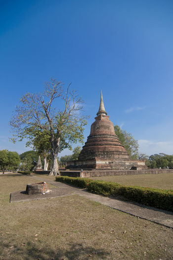 Ancient wat mahathat against sky