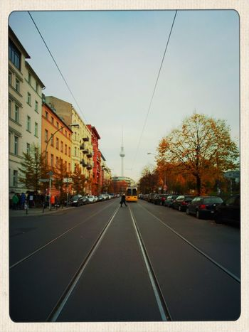 Früher, im Kunstunterricht: Fluchtpunktzeichnungen. Heute fotografiere ich das einfach. Fluchtpunkt Berlin Tadaa Community Good Day