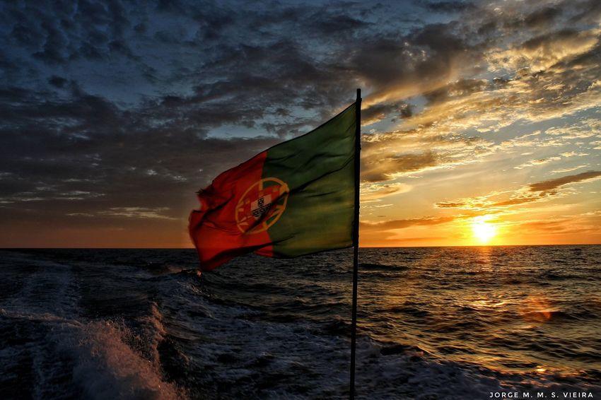 Bandeira Sunset Sea Flag Cloud - Sky Beauty In Nature Nature Patriotism Wind Scenics Horizon Over Water