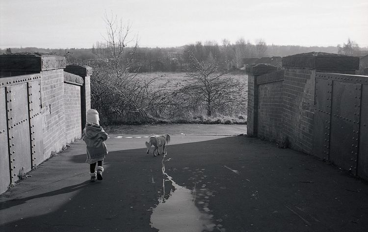 35mm 35mm Film Analog Analogue Photography Black & White Blackandwhite Blackandwhite Photography Cold Temperature Filmisnotdead Ilford Ilford Xp2 400 Ishootfilm Lomography Nofilter Outdoors Rollei35 Streetphotography Walking Winter