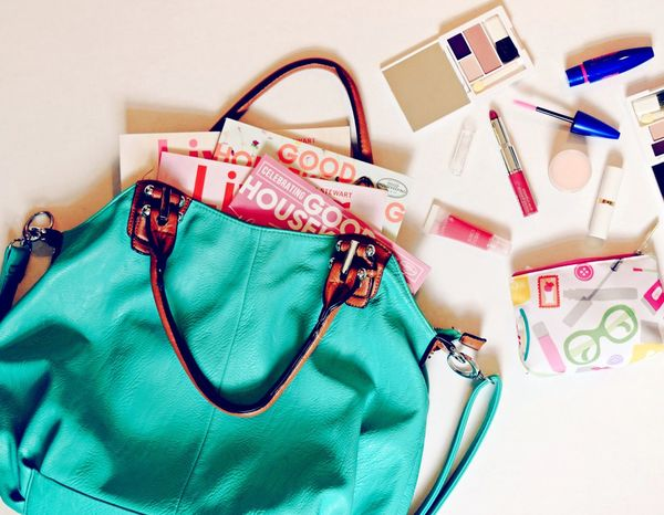 Makeup Purse Purses My Stuff Stuff Life Love Makeup ♥ Beauty Colors Color Colorful Bright Mylife Lifestyles My Life Inside Flatlay Flat Lay Girl Woman Girly Girly Things  Girlygirl Womanofstyle