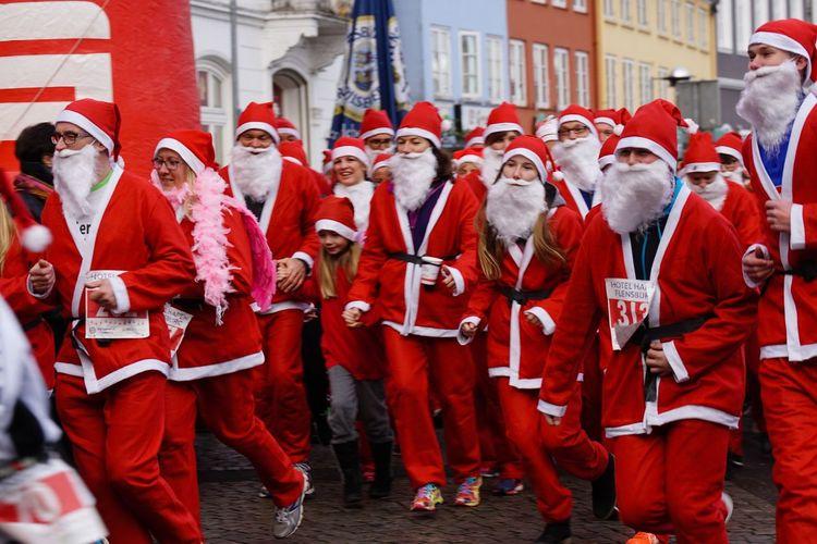 Flensburger Santas Fun Run and Walk 2016 Santas Run Santa Santa Claus Weihnachten 2016 Flensburg Flensburger Förde Flensburger Hafen Baltic Sea Germany Für Den Guten Zweck Charity Event