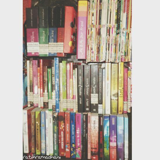 Mari budayakan membaca. Walaupun kebanyakan cuma baca novel ???? (Ini ceritanya lagi beres² lemari buku. Sebagian dari koleksi saya dan adik.hehehe *curcolnyagakpentingbanget) ???? Books Book Collections My Book My Library