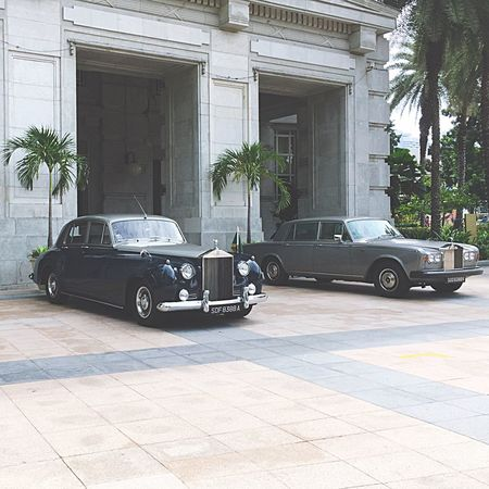 fancy Rollroyce at the Fullerton Hotel