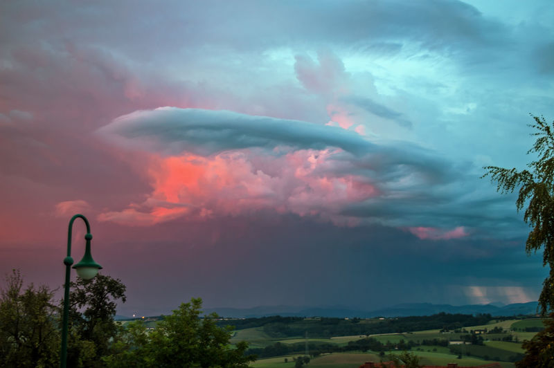 Gewitterwolken mit Morgenrot Stimmungsbild Hofi Best Shots Hofi Hofis Landschaften Gewitterstimmung Morgenrot Ausdrucksvoll Sunrise Dramatic Sky Cloud - Sky Multi Colored Tree Outdoors Storm Cloud Beauty In Nature Landscape Thunderstorm No People Nature Sky