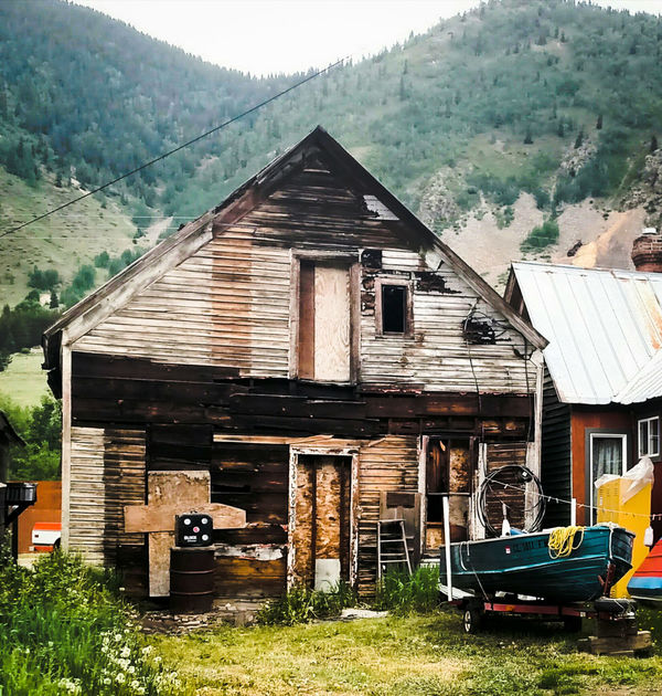 Old Old-fashioned Building Exterior Tree Mountain Built Structure House Wood - Material Architecture No People Outdoors Abandoned Farmhouse Grass Day Nature Motor Home Sky Novemberphotochallenge EyeEm Best Shots Boat Eye Em Selects Rurual Scene Rustic Beauty