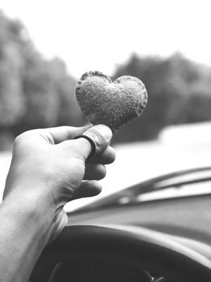 """""""SimpleLove"""" ⚫ Followme Bestoftheday Love ♥ Eye Em Select Human Hand Hand Human Body Part Holding Focus On Foreground One Person Lifestyles Mode Of Transportation"""
