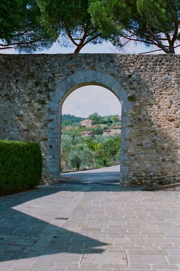 Tuscany Italy Filmphotography EyeEm Tuscany Arch Architecture Built Structure The Past History Plant Tree No People Day Travel Destinations