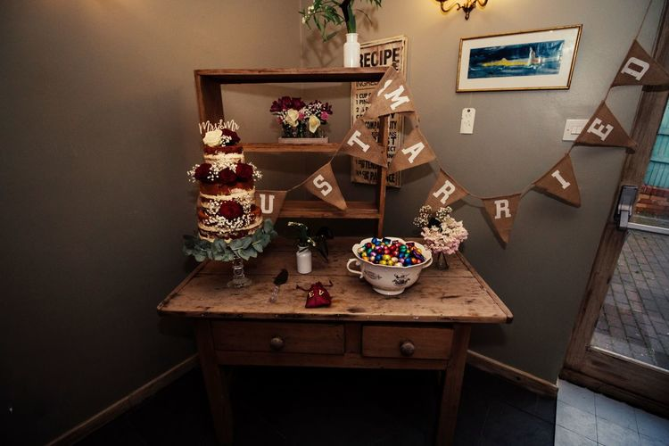 Indoors  No People Table Home Interior Christmas Decoration Day Home Showcase Interior Close-up Wedding Wedding Cake Wedding Day