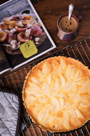 Pears Quiche 2 Birnen Quiche Coffee Food And Drink News Paper Close Up Food Food Still Life Foodphotography Fresh Grating Holztisch Indoors  Kaffee No People Oven Cloth Pears Quiche Ready-to-eat Table Wood - Material Zeitung