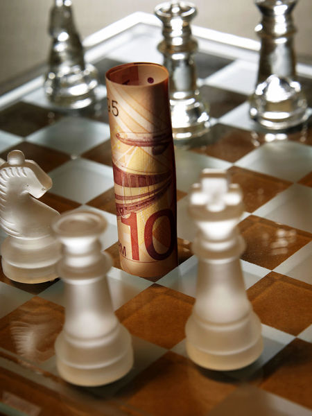 money Bill Cash Chess Chess Board Chess Piece Expenses High Angle View Invest Investment King - Chess Piece Large Group Of Objects Leisure Games Money No People Queen - Chess Piece Savings Still Life Strategy Wealth